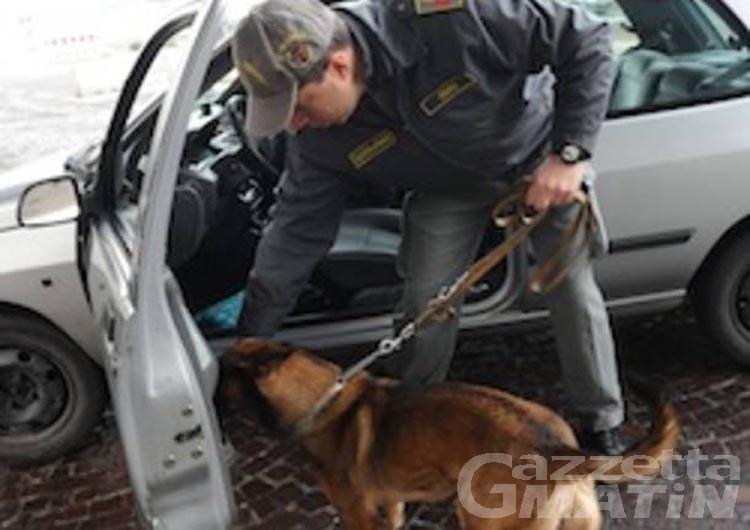 Spaccio di cocaina, la guardia di finanza arresta due rumeni