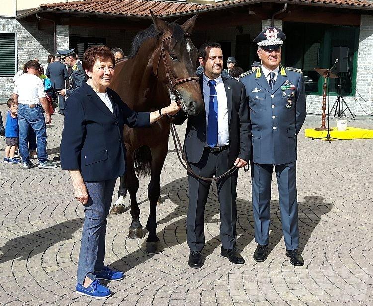 Beneficenza: la Finanza regala un cavallo all'Avres