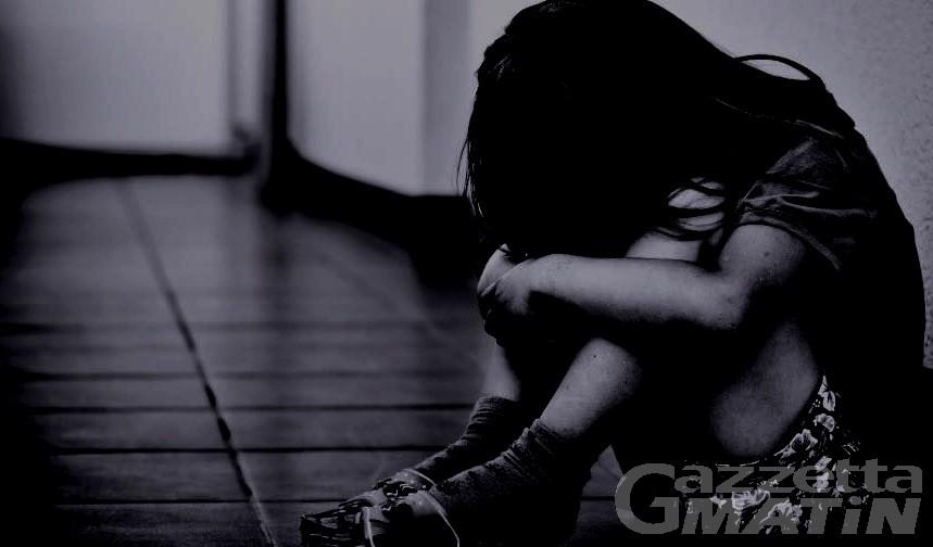 Costringeva la nipote quattordicenne ad avere rapporti sessuali: arrestato aostano