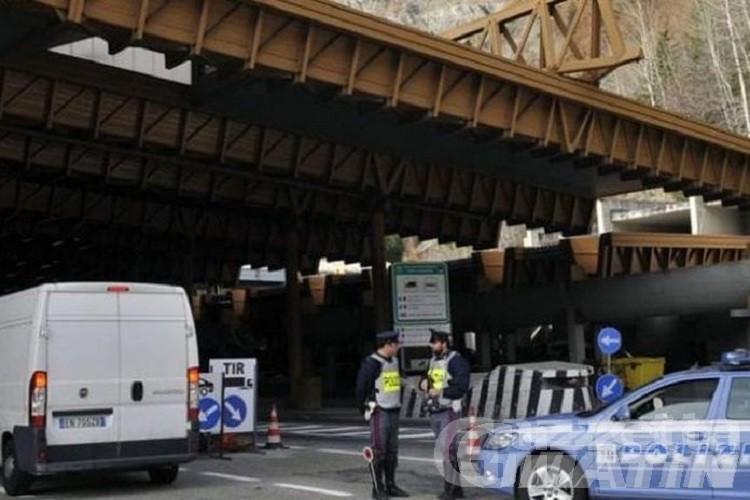 Passaporto falsificato: donna arrestata al Tunnel del Monte Bianco