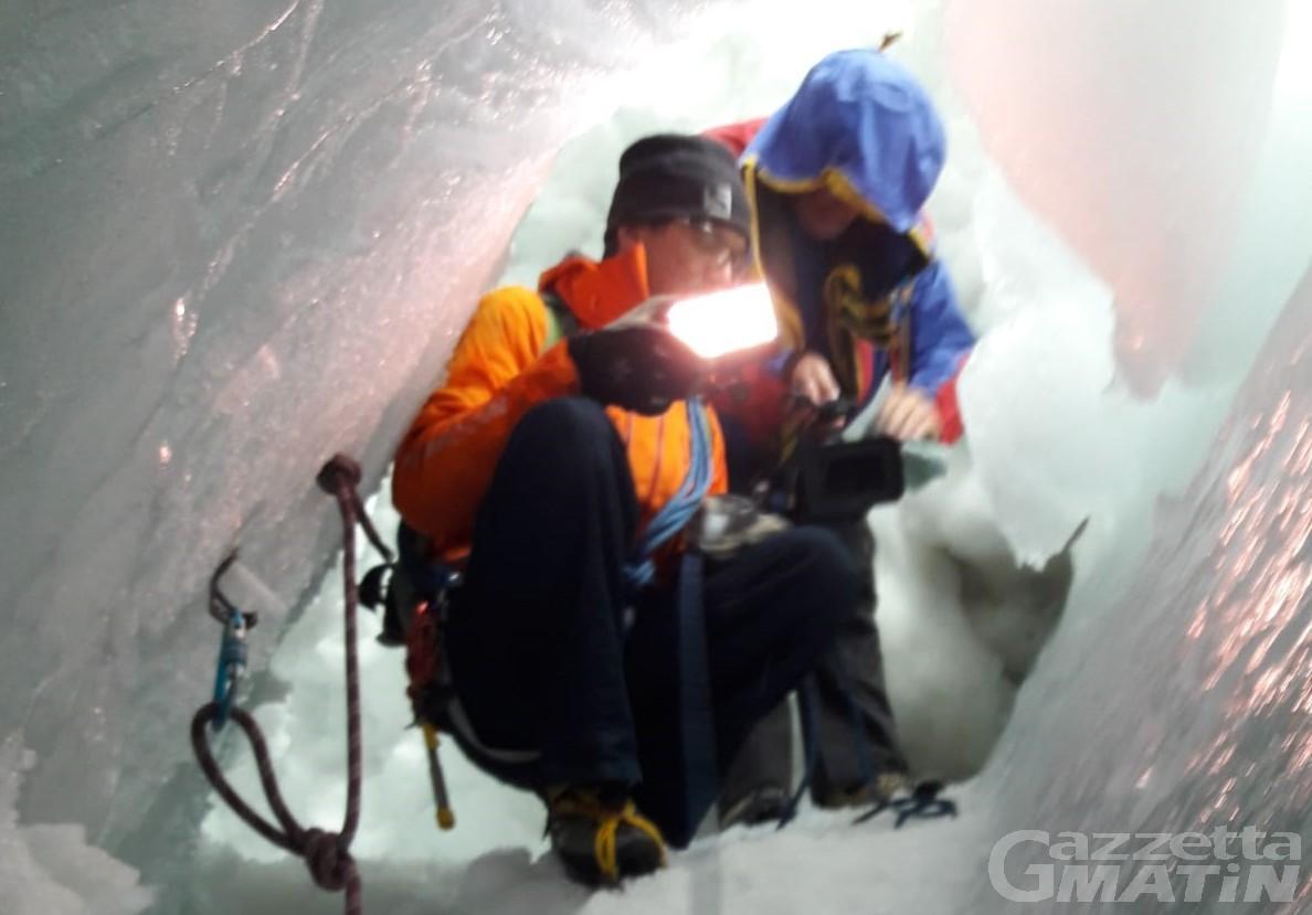 Valtournenche: a Ferragosto in visita a un crepaccio