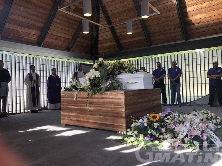 Quart: fiori e musica e tante lacrime per l'ultimo saluto a Matteo Saulle