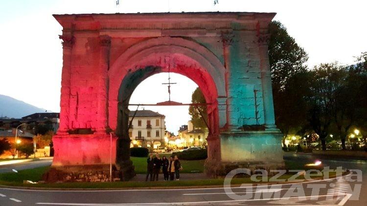 Lutto perinatale: l'Arco d'Augusto si tinge di rosa e azzurro