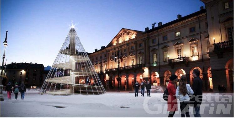 Aosta: in piazza Chanoux un albero di Natale da 'scalare'