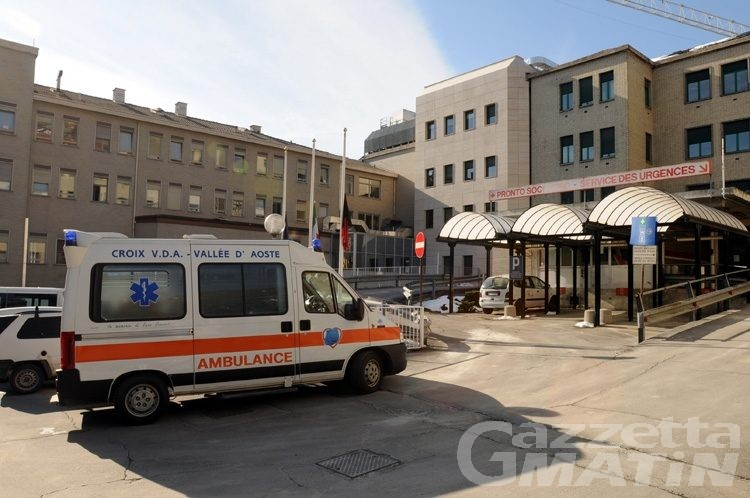 Challand-Saint-Victor: fuoristrada si ribalta in una scarpata, un uomo in ospedale