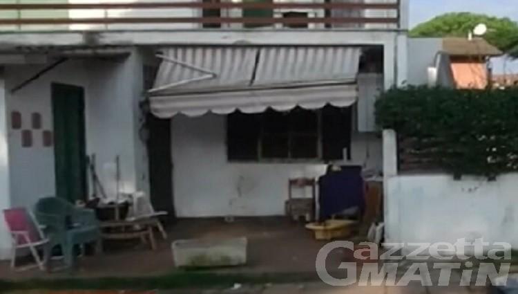 Anzio, uomo muore in giardino: nella casa trovati moglie e quattro figli in grave situazione di degrado. Erano residenti a Fénis