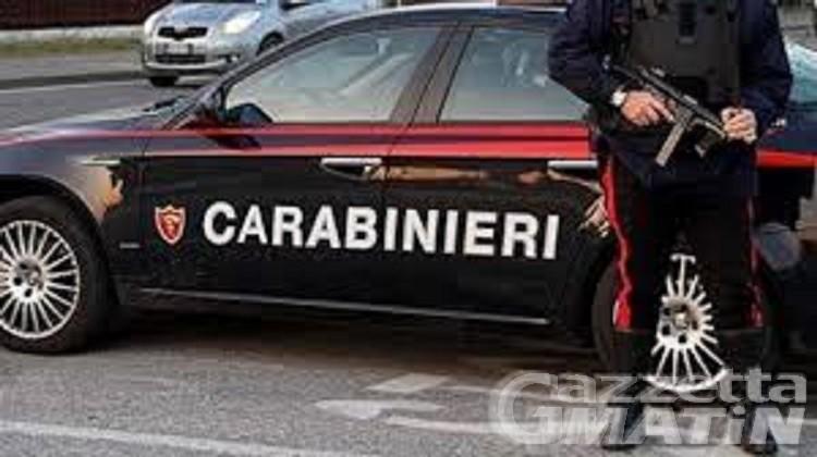 Ruba merce per 100 euro al Carrefour di Pollein, arrestato trentottenne rumeno
