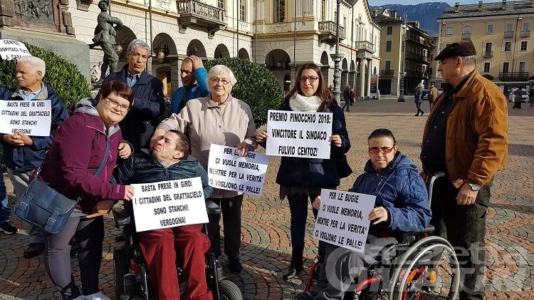 Grattacielo Aosta, protesta in piazza. Il sindaco: via i lavori il 19