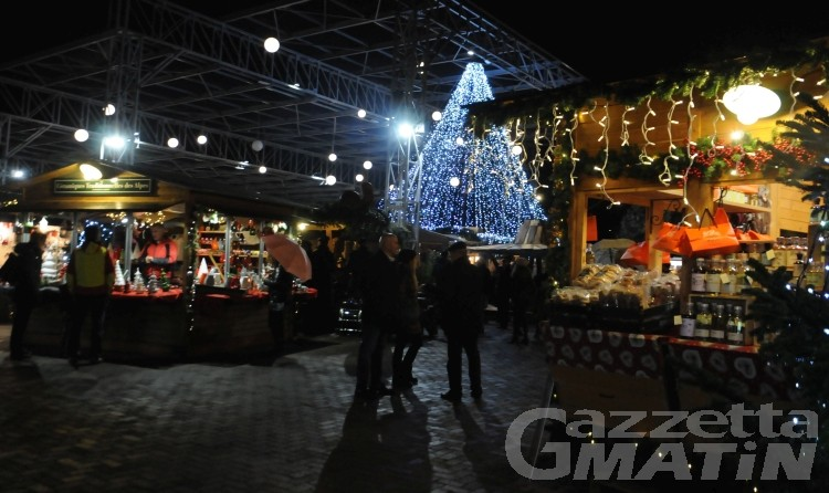 Aosta, Marché Vert Noël sdoppiato tra Teatro Romano e Arco d'Augusto