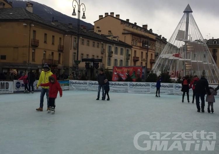 Aosta: pattinaggio in piazza Chanoux fino all'Epifania