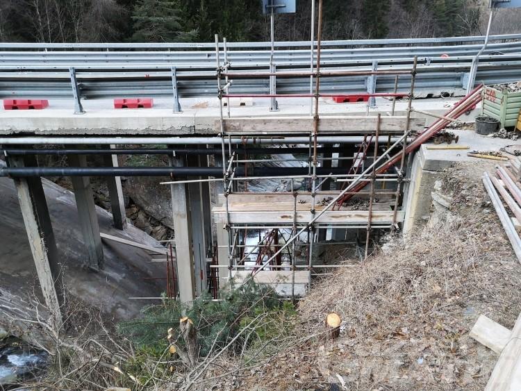 Ponte di Chevril: iniziati i lavori, la strada rimane aperta
