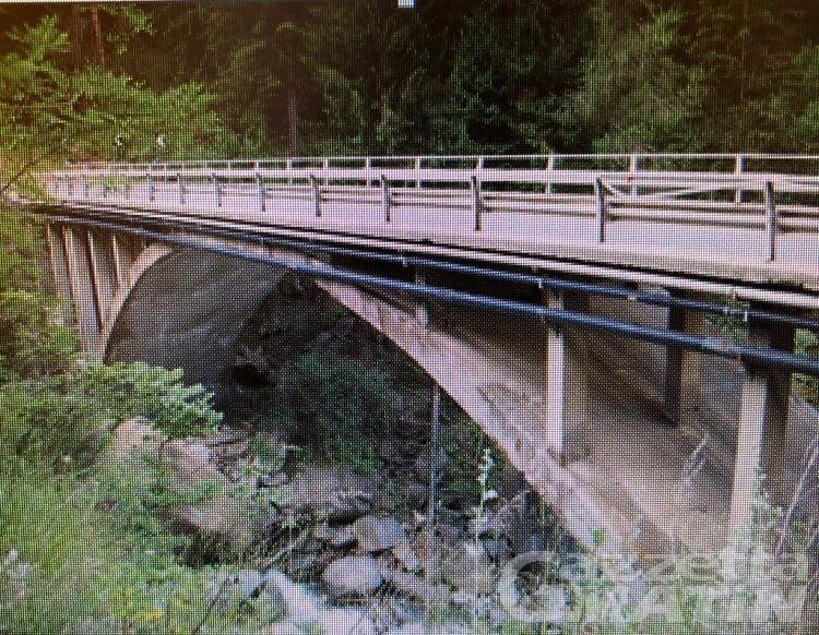 Ponte pericolante, stop al traffico pesante sulla strada per Cogne