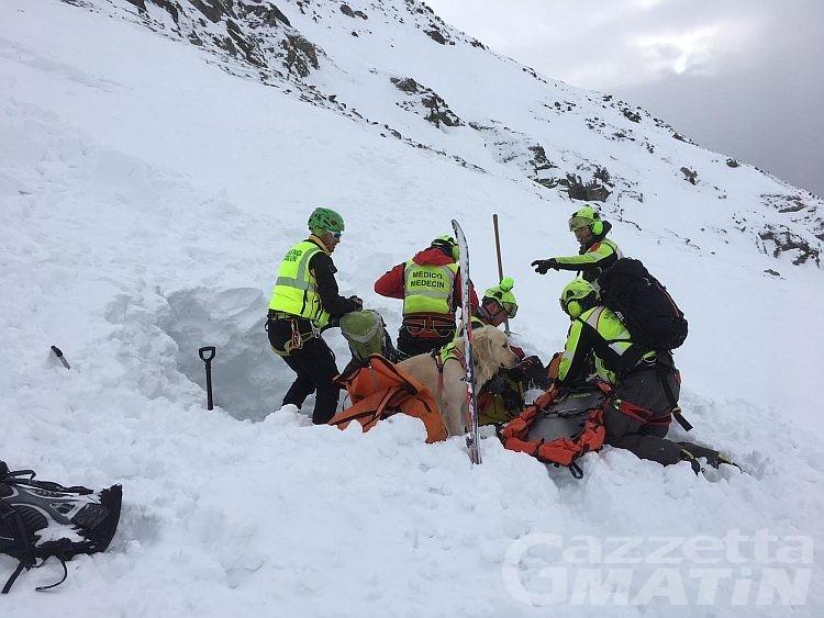 Chamois, muore uno scialpinista travolto da una valanga