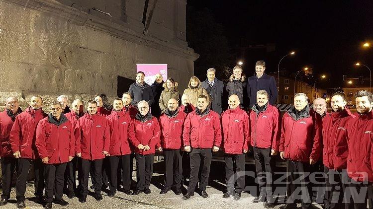 Aosta, l'Arco d'Augusto si tinge di rosa in attesa del Giro d'Italia