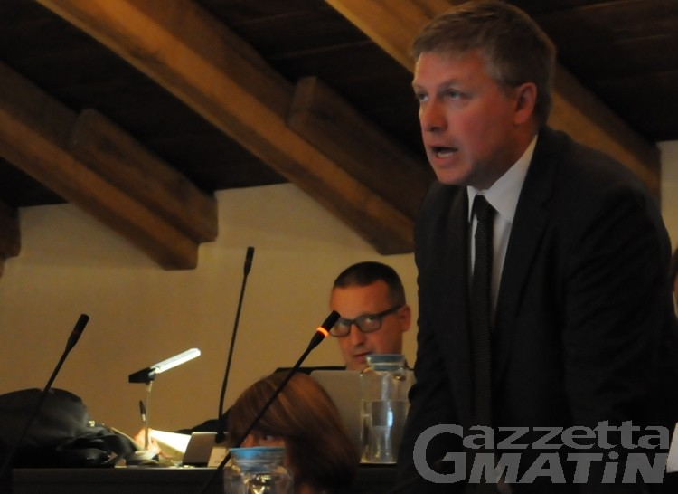 Consiglio Aosta: respinta la mozione che chiedeva le dimissioni del sindaco