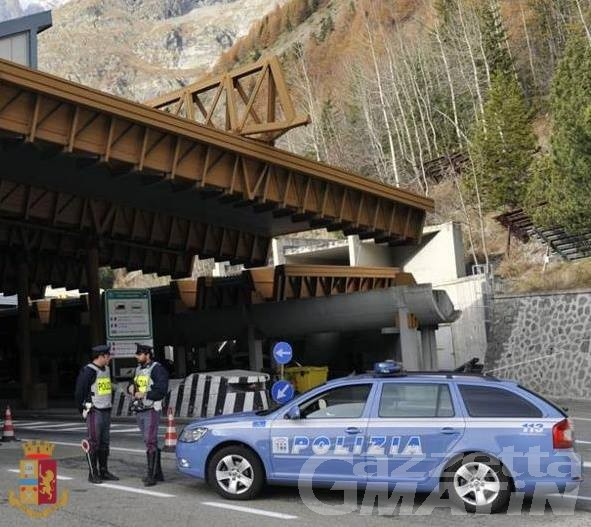 Ubriaco alla guida di un Tir, la Polizia lo ferma al Traforo del Monte Bianco