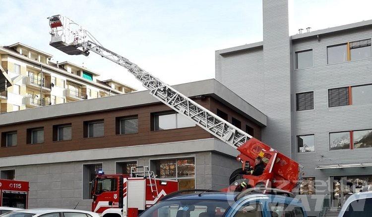 Aosta: cornicione traballante, vigili del fuoco alla scuola ITPR