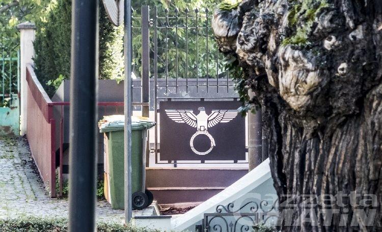 Saint-Vincent: aquila nazista sul cancello, chiesto il rinvio a giudizio