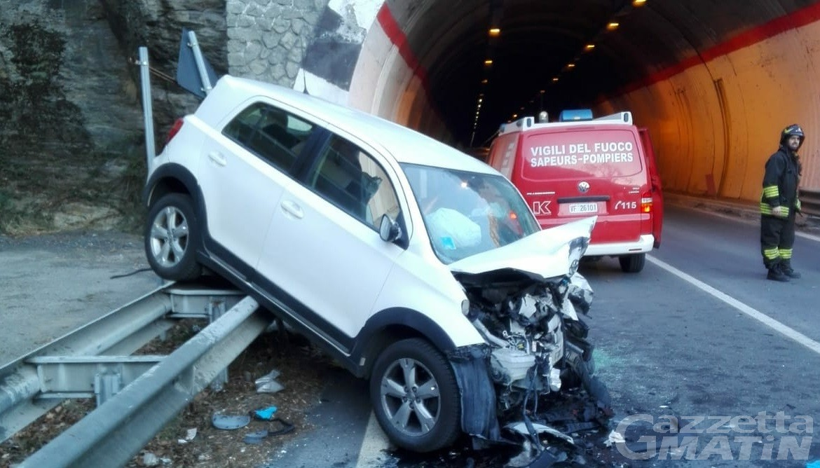 Incidente ad Avise, ventiquattrenne in prognosi riservata