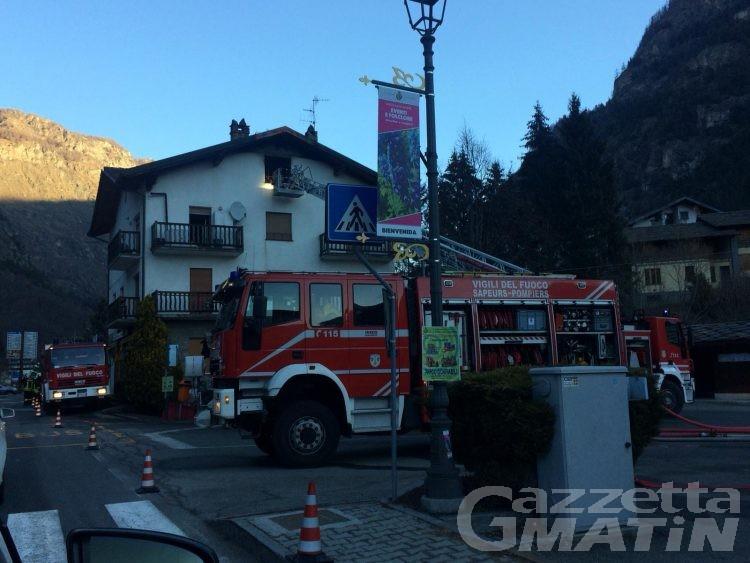 Incendio in appartamento ad Antey: grave una ventunenne