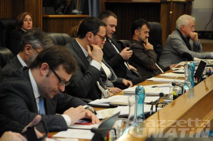 Lega VdA e Mouv': «la pseudo maggioranza teme il dibattito»