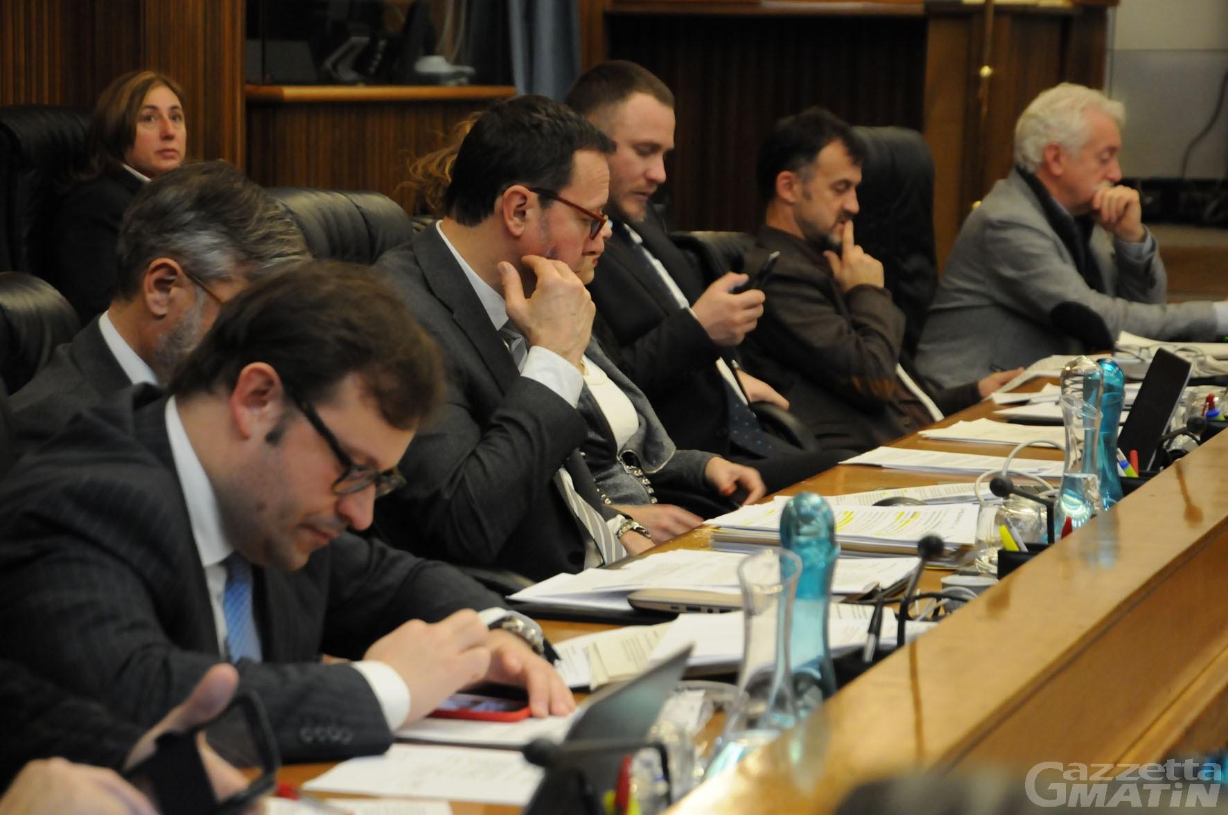 Lega VdA e Mouv': «M5S stampella della maggioranza»