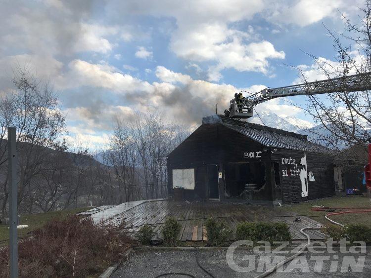 Gignod: incendio devasta l'ex punto informazioni sulla SS27