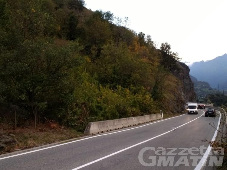 Vento ribalta mezzo pesante a Montjovet: riaperta la Statale 26 dopo le bonifiche