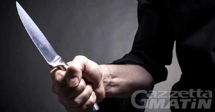 Minaccia la ex compagna con un coltello, arrestato per stalking