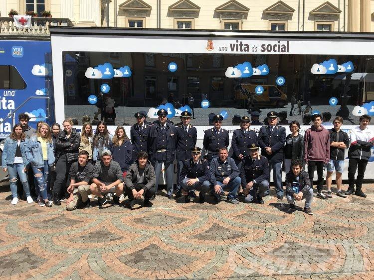 Vita da social: la Postale incontra gli studenti in piazza Chanoux