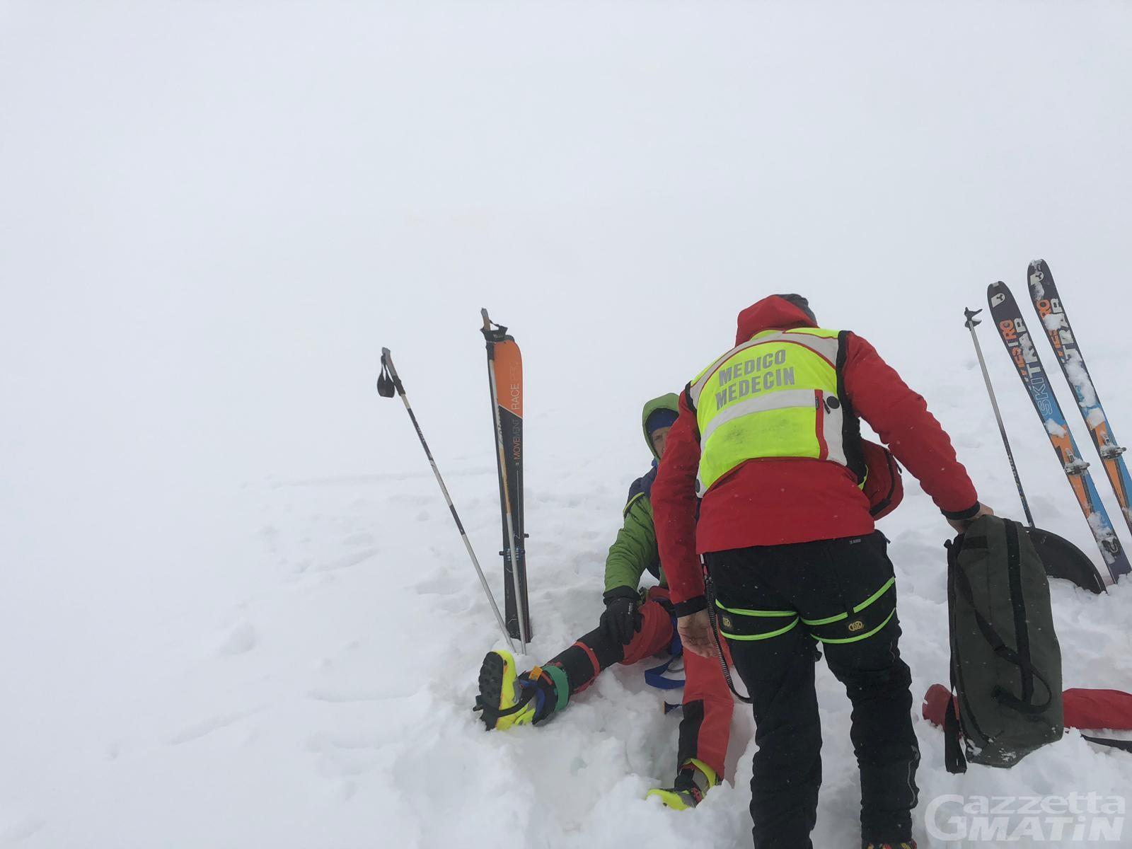 Champorcher: scialpinista si rompe una gamba, tratto in salvo