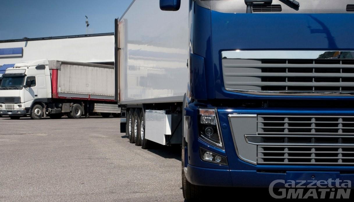 Verrès, camionista bulgaro guida ubriaco in autostrada, denunciato dalla Polizia