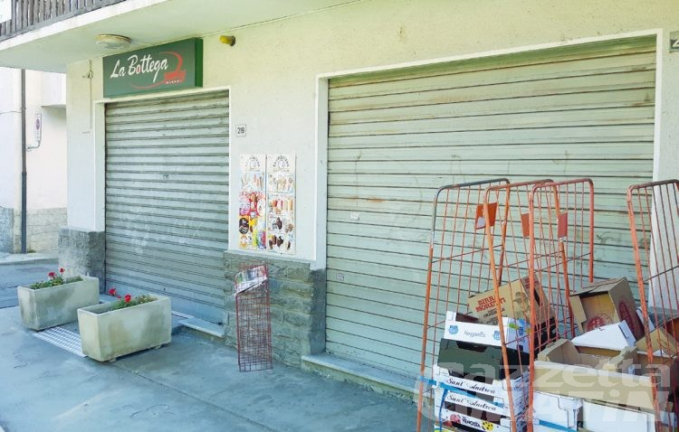 Aosta: rapina al minimarket La Bottega, i due fermati non rispondono al gip
