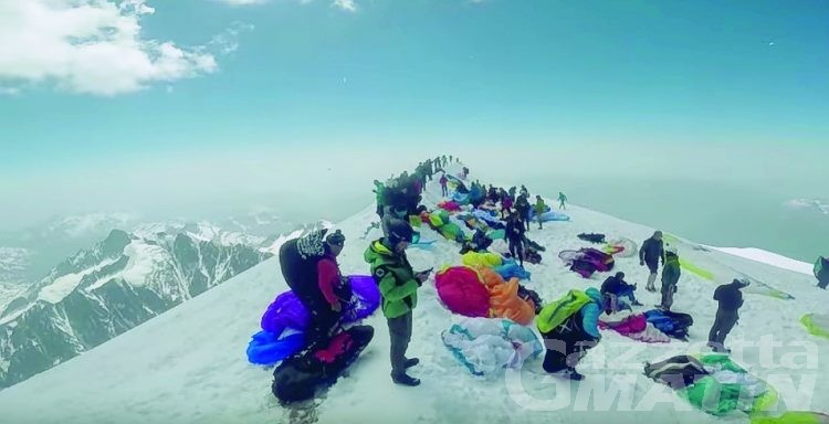 Parapendio sul Monte Bianco: la Regione chiede divieto sul versante italiano