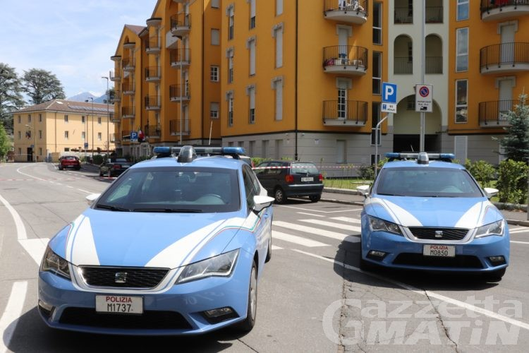 Aosta, allarme bomba in via Battisti: trovato un pacco sospetto