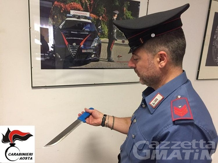 Aosta, lite finisce con coltellata: arrestato un pregiudicato