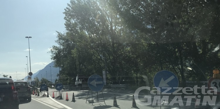 Traffico in tilt a Sarre sulla Statale 26