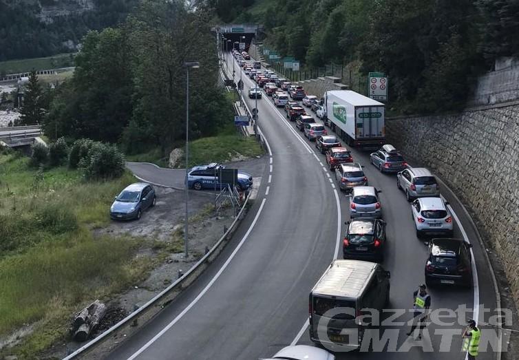 Traffico: 3 ore di attesa al Traforo del Monte Bianco