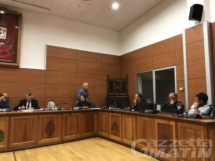 Saint-Pierre, assessore e consiglieri abbandonano l'aula