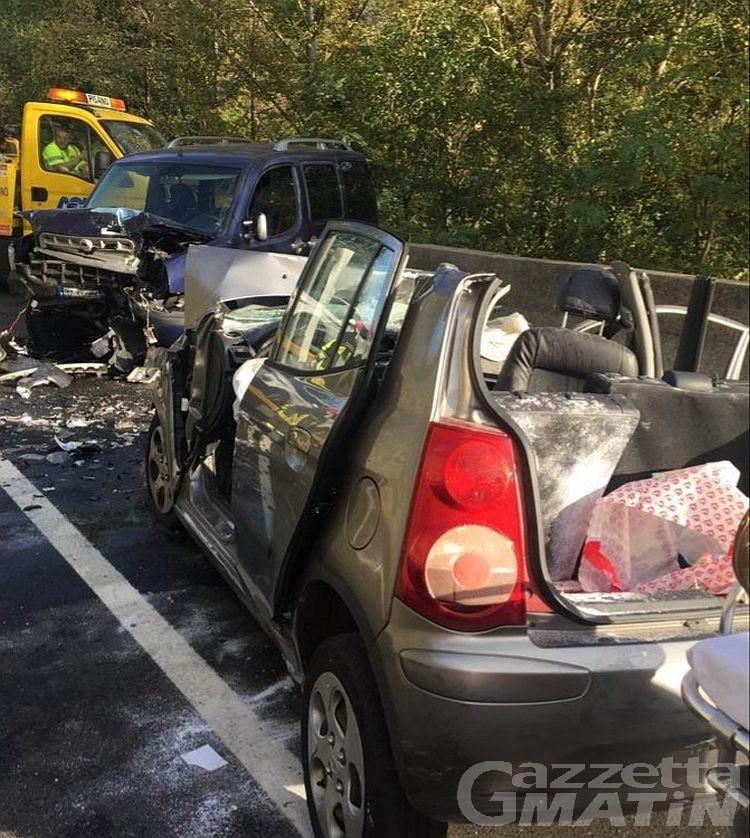 Incidente stradale a Nus: quattro persone coinvolte nel frontale