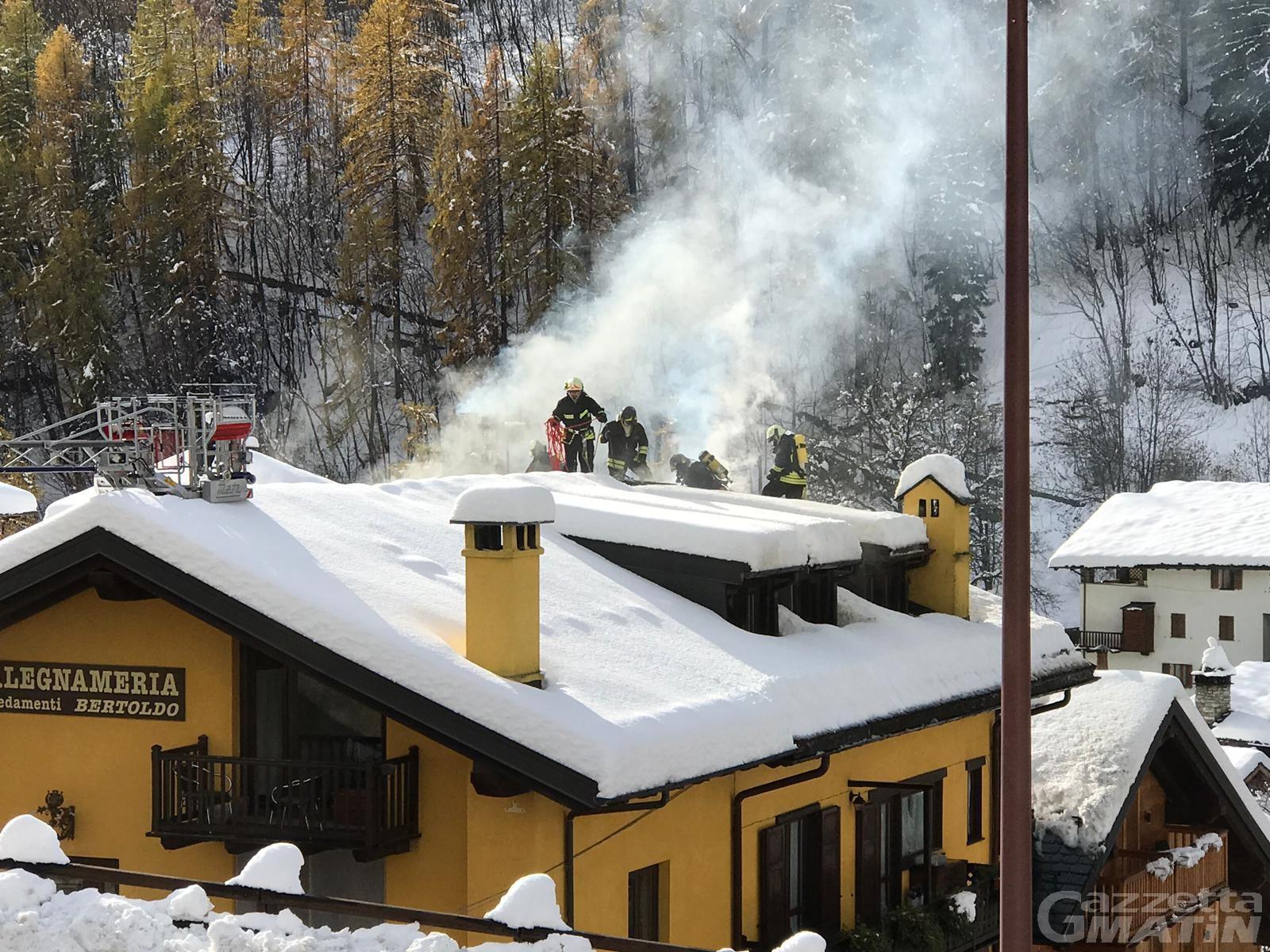 Incendio: fiamme nelle falegnamerie Duclos di Aosta e Bertoldo di Courmayeur