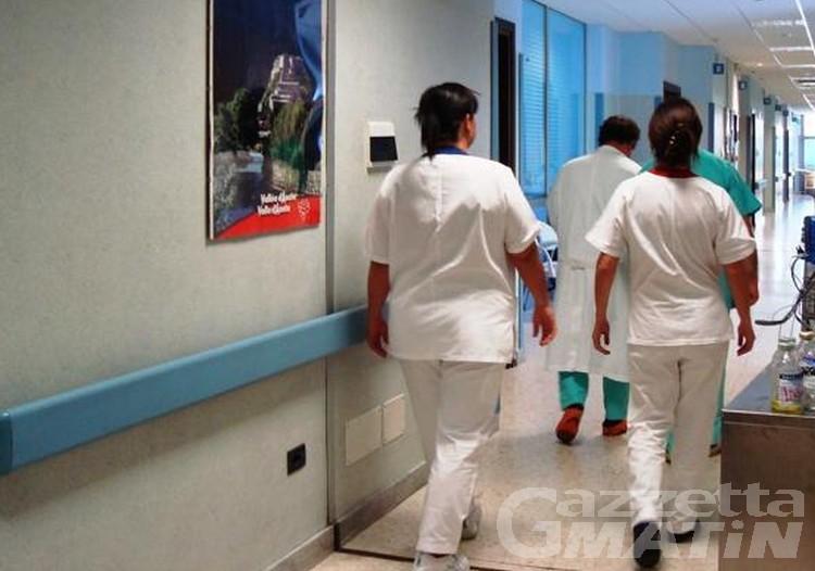 Sanità, la denuncia degli infermieri: «turni massacranti, si rischia il collasso»