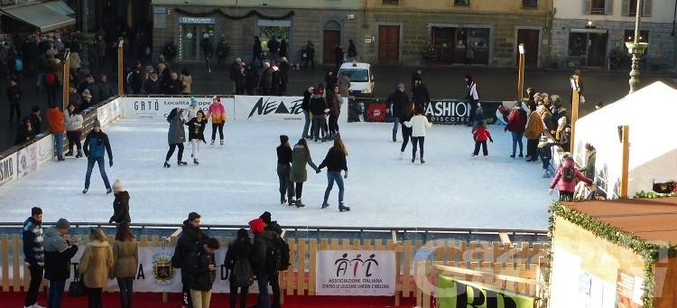 Che emozione pattinare sul ghiaccio nel cuore di Aosta!
