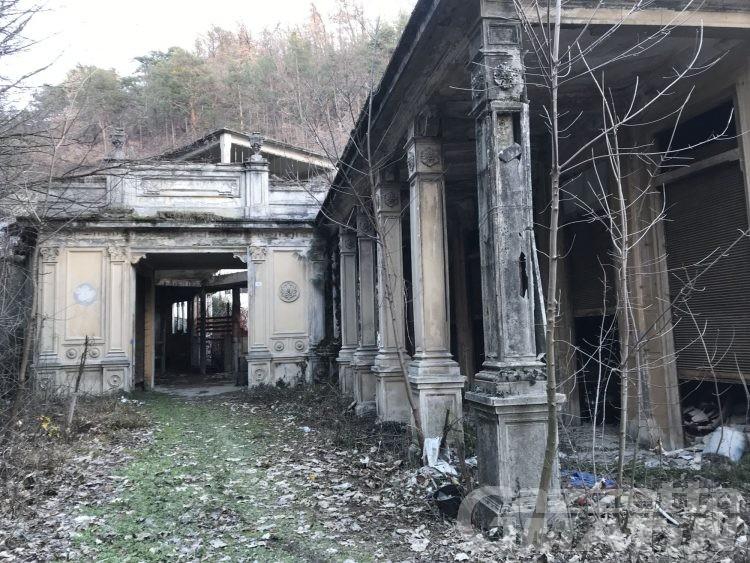 Saint-Vincent: le antiche terme abbandonate a se stesse