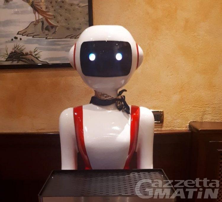 Aosta: ecco il robot cameriere: verso la fine di un'altra professione? (video)