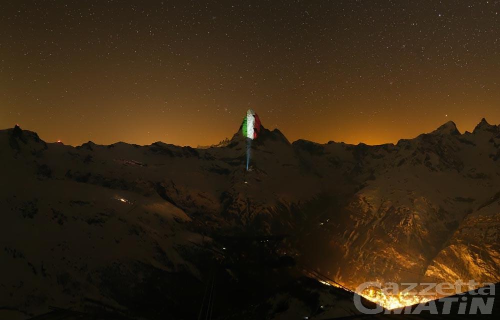 Solidarietà Coronavirus, Zermatt proietta la Bandiera italiana sul Cervino
