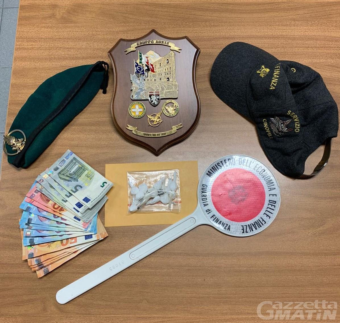 Coronavirus, giovane sorpreso in giro senza autocertificazione ma con 14 dosi di cocaina: arrestato