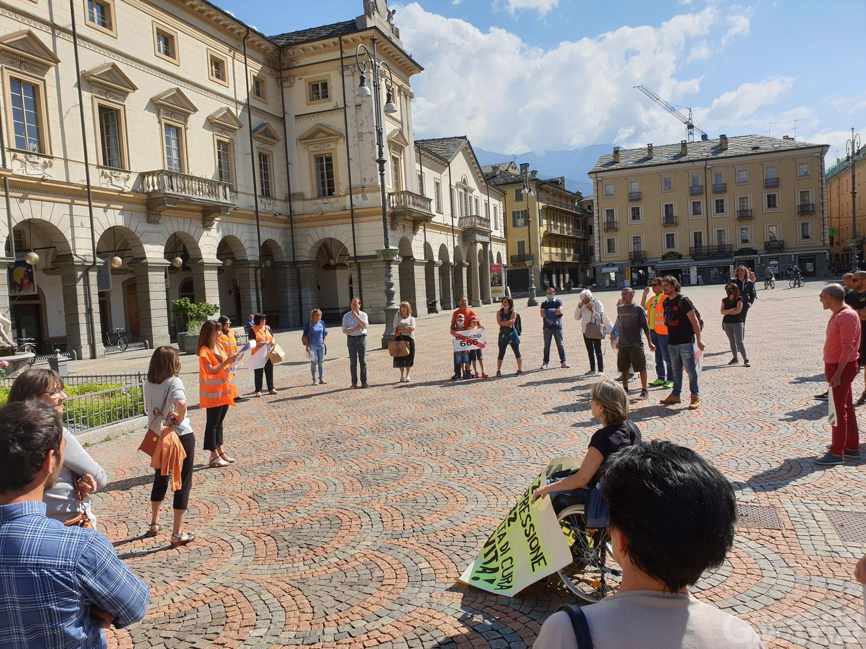 Gilet arancioni: raccolta firme contro il governo Conte «abusivo»