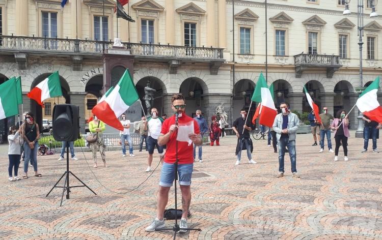 Mascherine Tricolore: una petizione per chiedere aiuti economici