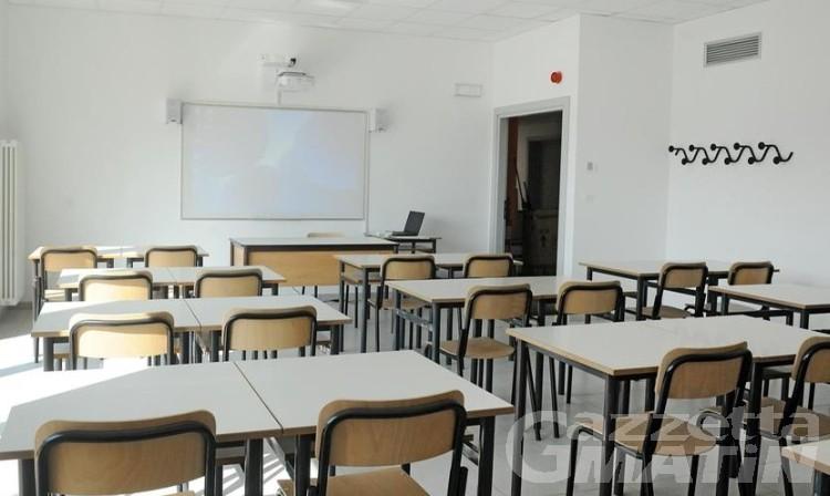 Scuola: i sindacati chiedono più assunzioni per limitare i contagi